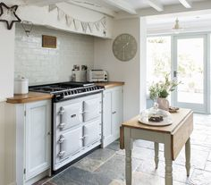"""""""When Nicky Keen, who owns a thriving interiors business, and I began chatting about placing her cosy Derbyshire cottage in one of the magazines I write for, she was thrilled."""" - Janet McMeekin"""