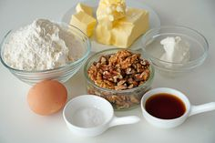 Prăjitura cu mere cea mai bună | Laura Laurențiu Mai, Deserts, Food, Fragrance, Desserts, Meal, Essen, Hoods, Postres