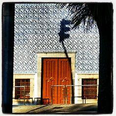 #streetphotography #streetphoto #statigram #instagram #followme #followback #follow #justnow #europe #portugal #porto #oporto #door #eavig