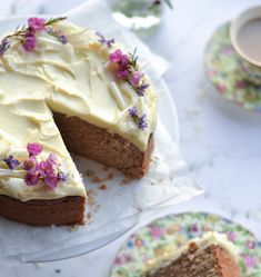 Recipe: Earl Grey & Lemon Cake with White Chocolate Buttercream - Great British Bake Off& Benjamina Ebuehi whips up the perfect recipe for a Mother& Day - British Baking Show Recipes, British Bake Off Recipes, Baking Recipes, Köstliche Desserts, Delicious Desserts, Dessert Recipes, Earl Grey Kuchen, The Great British Bake Off, Food Cakes