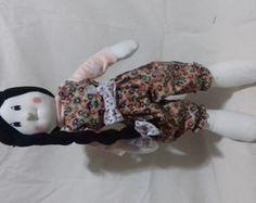boneca de pano e sua mascote