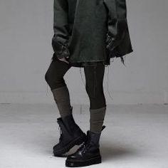 streetwear grunge Alternative fashion and inspiration Fashion Mode, Dark Fashion, Grunge Fashion, Gothic Fashion, Mens Fashion, Fashion Outfits, Black Aesthetic Fashion, Fashion Vest, Fashion Clothes