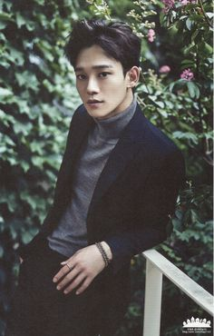 2016 Season's Greetings : Chinese Ver. - Chen  This boy is just slaying my life right here right now like his JaW LiNe?! His just overall attractiveness?! Not to mention those eyebrows I would kill to have! Love this boy everyone!