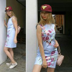 А романтичное платье отлично разбавит броская кепка. Есть в двух цветах бордо и синий. Цена 800 руб.