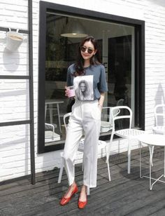 You've probably heard of minimalist art, but how about minimalist fashion? Minimalist fashion is defined by one major principle: keep … Korean Fashion Trends, Korean Street Fashion, Korea Fashion, Asian Fashion, Fashion Moda, Look Fashion, Fashion Outfits, Womens Fashion, Look Office