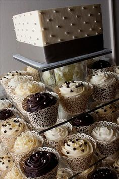 Cannoli filling inside would be so yummy!