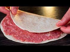 Farcissez un pain pita de viande hachée, le résultat va vous surprendre ! Pain Pita, Tasty Videos, Carne Picada, Calzone, Galette, Rind, Quesadilla, Party Snacks, Food And Drink