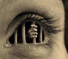 """Es complejo ver situaciones donde la persona que mas ayuda ocupa, es la que menos se deja ayudar ! .... al ver esto, es donde queda claro como solemos ser, nuestro principal enemigo, pues construimos nuestras propias prisiones para auto-encarcelarnos con barrotes de EGO ! .... de ahi que es importante recordar que: """"No podemos ayudar, a aquella persona que no desea participar en su propio rescate"""" , y pues que sigaaaaaaa la fiestaaaaa!"""