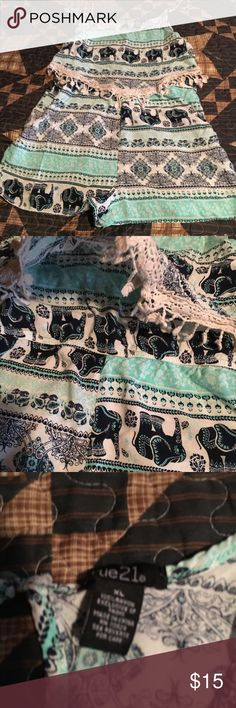 Romper Romper good condition very comfortable and cute colors love the elephants size xlarge Rue 21 Other