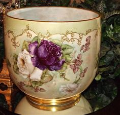 Olá amigos, Mais uma vez me rendo a paixão pelas porcelanas, em especial, as porcelanas Limoges que para mim, são sempre símbolo do que há ...