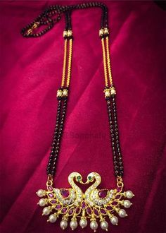 Antique Jewellery Designs, Gold Jewellery Design, Gold Jewelry, Beaded Jewelry, Pm Ms, Black Gold Chain, Gold Mangalsutra Designs, Pearl Necklace Designs, Gold Chain Design