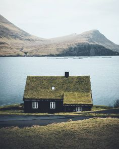 Grass roof on cottage/ green roof Visit Faroe Islands, Roofing Options, Green Facade, Landscaping With Rocks, Cabins In The Woods, Landscape Lighting, Landscape Architecture, Beautiful Landscapes, Landscape Photography