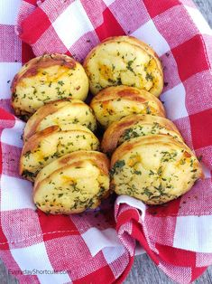 These keto cheddar bay biscuits are our favorite especially when we re craving them from a certain seafood restaurant Serves 12 and is 1 5 net carbs Low Carb Bread, Keto Bread, Low Carb Keto, Low Carb Recipes, Diet Recipes, Cooking Recipes, Healthy Recipes, Diabetic Recipes, Yummy Recipes