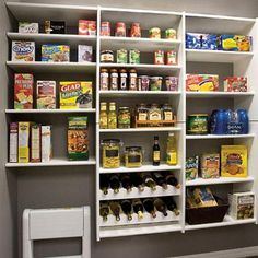 Pantry organization, looks so clean I want it. Larder Cupboard, Kitchen Cupboard Doors, Tidy Kitchen, Kitchen Pantry, Kitchen Ideas, Pantry Closet, Kitchen Stuff, Kitchen Designs, White Pantry