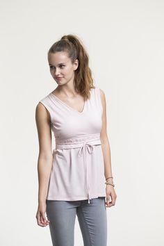 Top with double function for pregnancy and nursing. V-neck and wide embroidered ribbing at bottom of overlap. Thin bands which can be tied front or back. Flared model.  http://shop.boobdesign.com/sv/product/645/gravidtopp-amningstopp-nausika