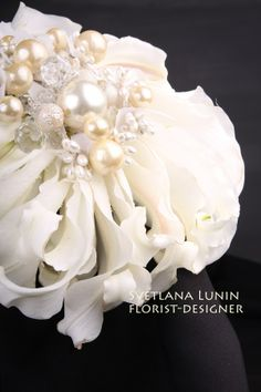 White composite wedding bouquet from lilies  with pearls from Svetlana Lunin. #glamelia. #whitebouquet. #lily