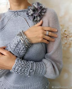 Image may contain: one or more people Knitwear Fashion, Knit Fashion, Fashion Outfits, Crochet Designs, Knitting Designs, Knitting Patterns, Crochet Shirt, Knit Crochet, Loom Knitting