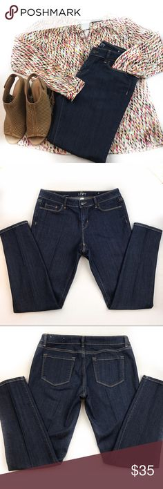 SALEAnn Taylor Loft skinny Jeans in size 8P SALE FOR 1 HOURPerfect condition Ann Taylor loft skinny jeans in size 8P . If you have questions, feel free to ask away. I can send you the measurements if you need them Jeans Skinny