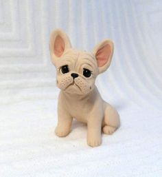 Cream French Bulldog Sculpture Polymer Clay Frenchie Mini by Raquel at theWRC clay DOG Collectible. This pup looks cute simply sitting with a smile for someone special! Polymer Clay Figures, Cute Polymer Clay, Polymer Clay Animals, Polymer Clay Projects, Polymer Clay Creations, Fondant Dog, Fondant Animals, Clay Cats, Dog Cakes