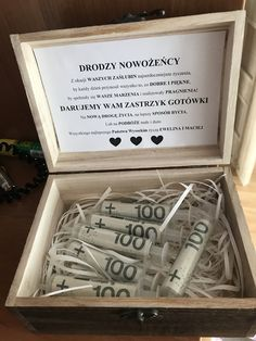 Pomysł na prezent Wedding Gifts For Couples, Diy Wedding, Rustic Wedding, Creative Money Gifts, Bild Tattoos, Original Gifts, Diy Birthday, Couple Gifts, Gift Baskets