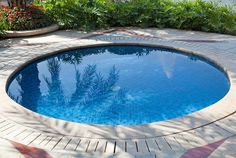 Small inground pools small patio landscape ideas round pool