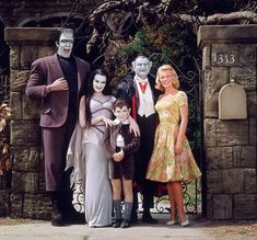 The cast of The Munsters Herman Munster, Munsters Tv Show, The Munsters, Lily Munster, Black Sheep Of The Family, Female Vampire, Vampire Art, Yvonne De Carlo, Cult Movies