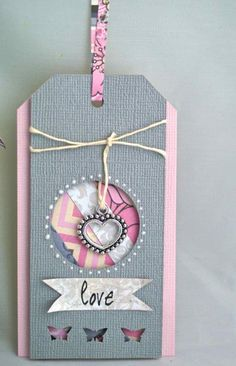Técnicas scrapbooking: Usos de restos de papel (Parte I) | Scrapbookpasion Atc Cards, Card Tags, Gift Tags, Handmade Tags, Greeting Cards Handmade, Diy And Crafts, Paper Crafts, Candy Cards, Paper Tags