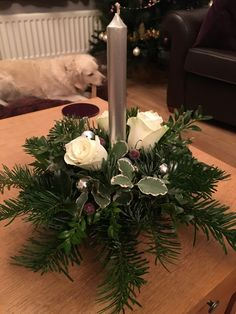 Rose Flower Arrangements, Christmas Flower Arrangements, Christmas Flowers, Christmas Mood, Christmas Centerpieces, Xmas Decorations, All Things Christmas, Christmas Mantels, Christmas Wreaths