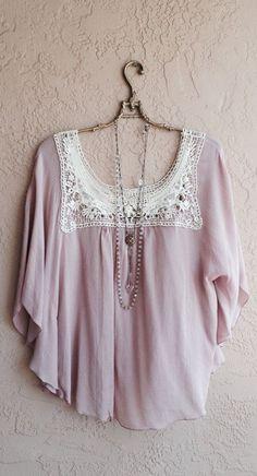 Bohemian Gypsy Hippie Cape sleeve blush pink rose top with crochet details on Etsy Bohemian Gypsy, Gypsy Style, Hippie Style, Bohemian Style, Style Me, Bohemian Clothing, Hippie Chic, Estilo Fashion, Boho Fashion