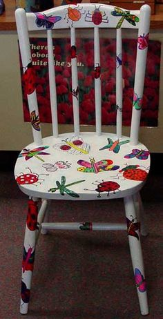 Your daily dose of Inspiration: Classroom Art Projects! (This Year! Art Furniture, Funky Painted Furniture, Upcycled Furniture, Furniture Projects, Furniture Makeover, Painting Furniture, Hand Painted Chairs, Painted Stools, Funky Chairs