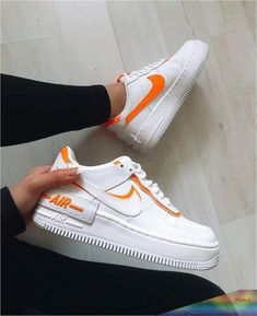 Orange Nike Shoes, White Nike Shoes, Orange Sneakers, Women Nike Shoes, Zapatillas Nike Air Force, Nike Af1, Souliers Nike, Basket Style, Designer Shoes