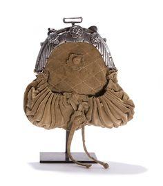 Velvet bag Germany, 1550-1570 Hendrikje museum of bags & purses, Amsterdam