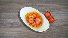Fotografía gastronómica. Postre de fresas con troceado de naranja #fresas #naranja #postre #fotografiagastronomica #alimentacion