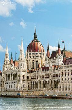El parlamento de Budapest Hungría del edificio precioso por dentro y por fuera.