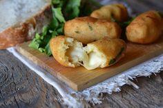Crocchette di pane e patate con mozzarella filante un secondo saporito e semplice da preparare