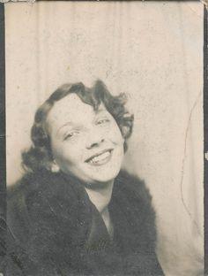 Photo booth: Akward smiling woman by simpleinsomnia, via Flickr