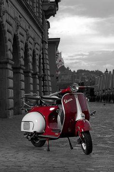 Photoshooting with a beautiful vespa of a friend of mine. Piaggio Vespa, Moto Vespa, Scooters Vespa, Vespa Motorcycle, Scooter Bike, Lambretta Scooter, Motor Scooters, Motorcycle Quotes, Vintage Vespa