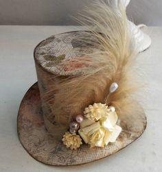 Chapeau haut de forme Style Steampunk, Steampunk Clothing, Steampunk Diy, Steampunk Fashion, Tea Party Hats, Hat Pins, Dieselpunk, Lolita Fashion, Cowboy Hats