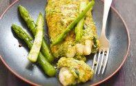 Nous vous conseillons cette recette facile d'omelette de cresson, avec des asperges et du crottin de Chavignol.