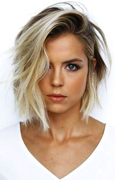 62 of the Popular Short Hairstyles & Haircuts for Thin Fine Hair - These haircuts are THE must if you are suffering from gradual thinning hair Short Hair Trends, Short Hair Styles Easy, Short Hair Cuts, Medium Hair Styles, Curly Hair Styles, Hair Medium, Popular Short Hairstyles, Bob Hairstyles For Fine Hair, Hairstyles Haircuts