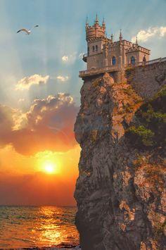 Golden Sunset Swallow's Nest Italian Restaurant, Ukraine © Dekolprint