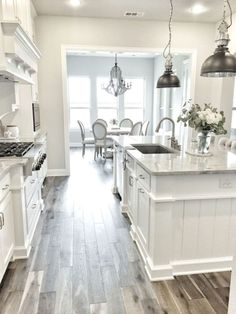 Farmhouse White Kitchen Cabinet Makeover Ideas (66)
