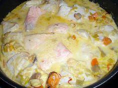 La meilleure recette de Blanquette de poissons au safran! L'essayer, c'est l'adopter! 5.0/5 (7 votes), 15 Commentaires. Ingrédients: 800 g de poissons (saumon ,cabillaud) crevettes et moules ( j'ai pris 1/2 paquet de fruits de mer congelés et décongelés) 1 blanc de poireau 2 carottes 200 g champignons de Paris frais 1 oignon 10 cl de vin blanc 30 cl de bouillon de volaille 20 cl de crème fraiche épaisse 70 g de gruyère râpé laurier,thym,sel,poivre farine une dizaine ...
