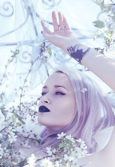 My new obsession! Pastel hair and dark lipstick... Must try it out...