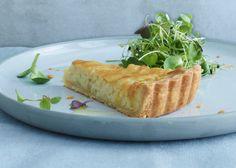 Creamy Onion Tart (Jean-Georges Vongerichten recipe via Leite's Culinaria) Onion Tart, Onion Pie, Vegetarian Thanksgiving, Thanksgiving Recipes, Good Food, Yummy Food, Savory Tart, Tart Recipes, Yummy Recipes