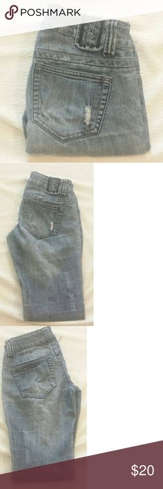 """Hydraulic Nikki Jeans EUC Hydraulic Nikki Jeans machine distressed. Ankle cut size 3/4. 65% cotton 33% polyester  2% spandex  Layflat measurements  Inseam: 30"""" Waist: 14"""" Hydraulic Jeans Ankle & Cropped"""