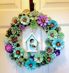 This adorable daisy pine cone wreath with birdhouse will make you smile any day of the year. Pine cones are hand painted and glued so it is not recommended for outdoor use. Summer Crafts, Fall Crafts, Nature Crafts, Holiday Crafts, Diy And Crafts, Pine Cone Art, Pine Cone Crafts, Pine Cones, Painted Pinecones