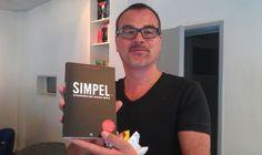 Hans Blaettler @blaettler    Kijk, en dat 2e exemplaar van jouw leuke boek @jwalphenaar, gaat naar collega Bernard van het @ontwerpcentrum http://yfrog.com/mo7mbrmj  #bli