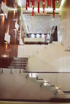Entrance / Double hight Staircase