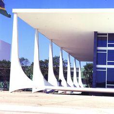 Niemeyer. Arquitetura moderna. Pin adicionado por ConceptCasa.com.br